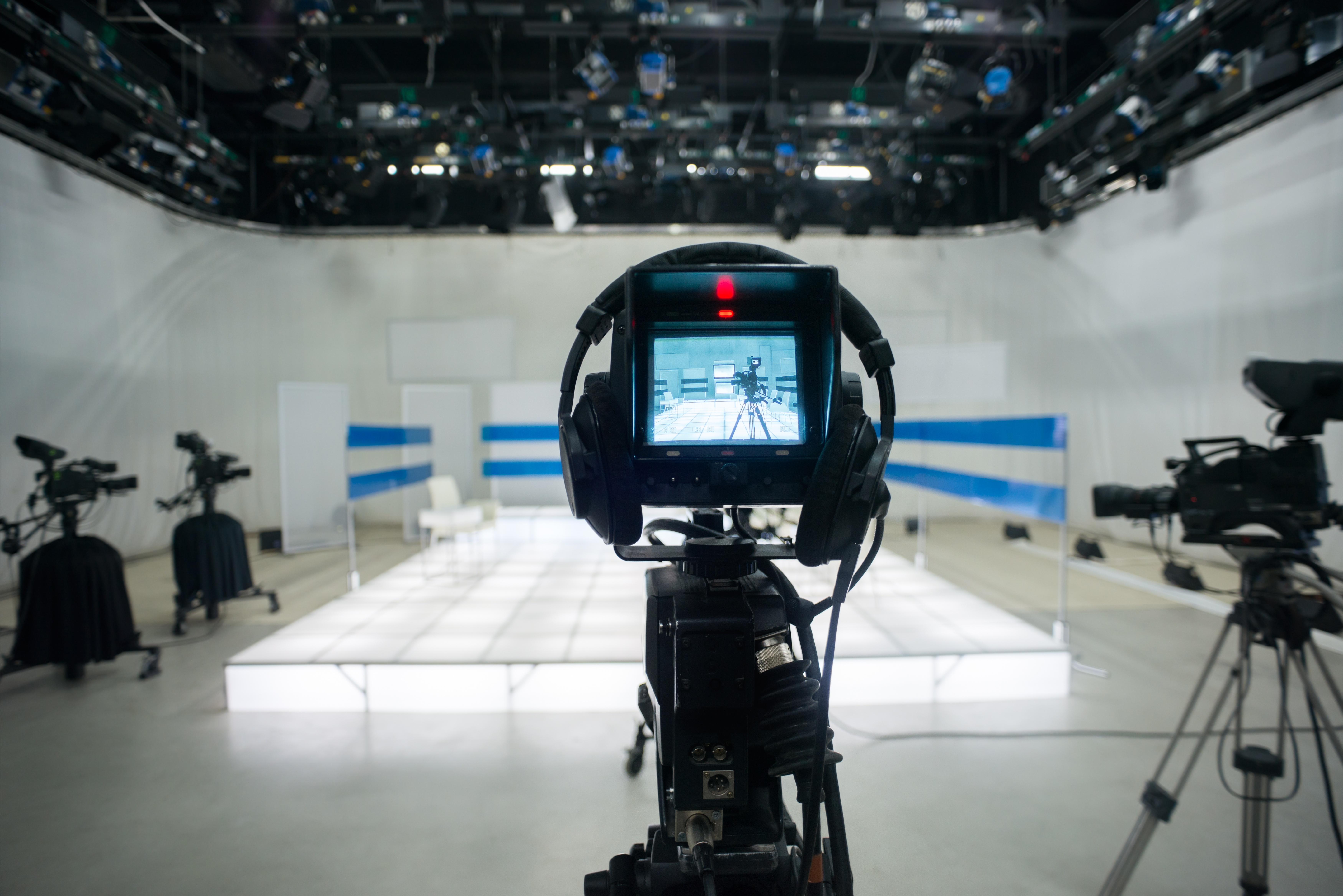 tv_studio_camera_straight_on