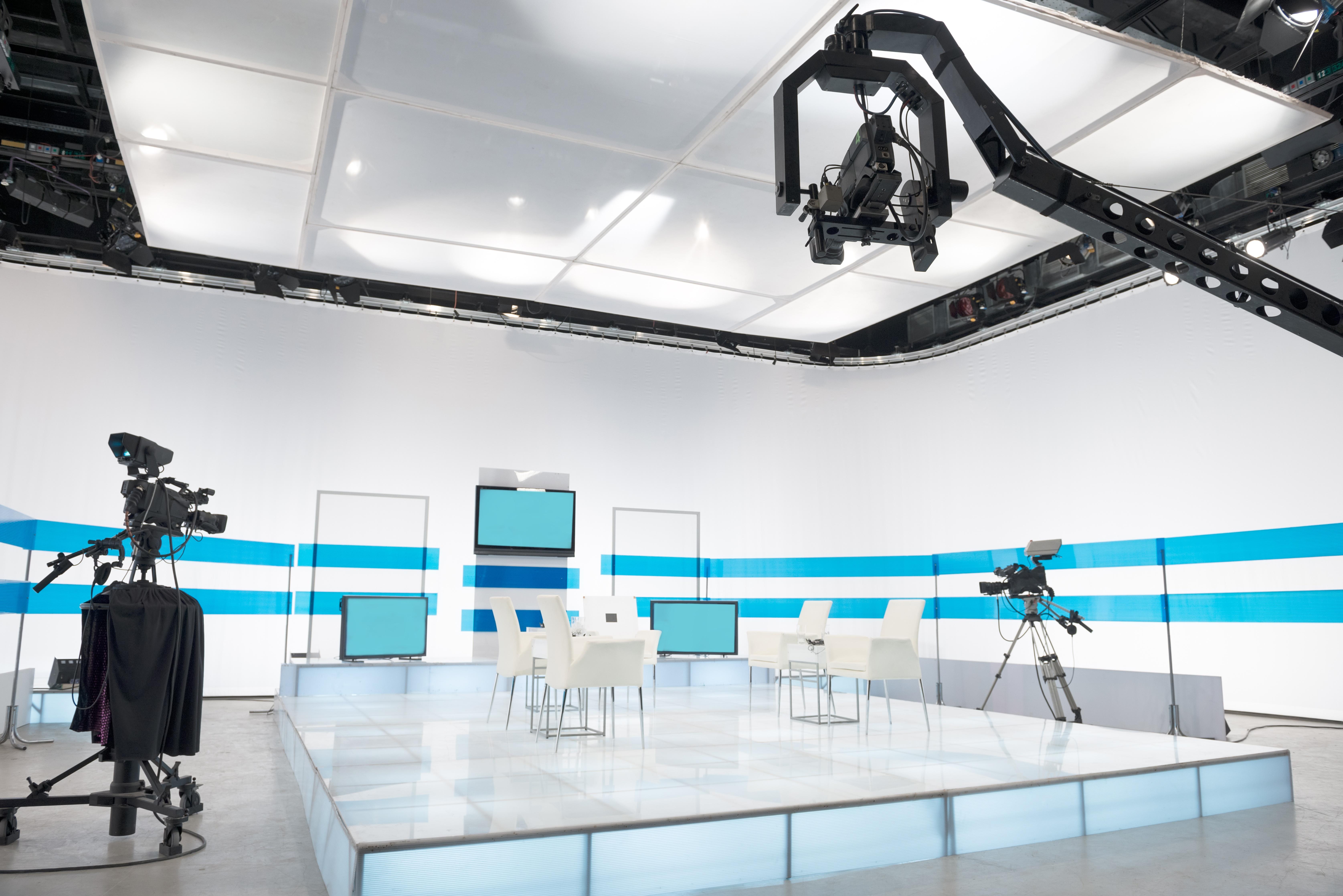 tv_studio_cameras_background_screens_lighting.jpg